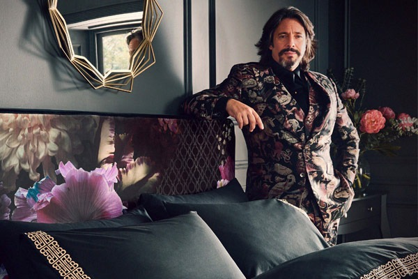 LAURENCE-LLEWELYN-BOWEN-AGENT-MANAGER-BOOKING